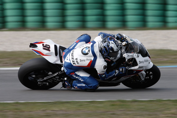 Leon Haslam has broken bones in his leg and heel after a crash during a World Superbike test session.