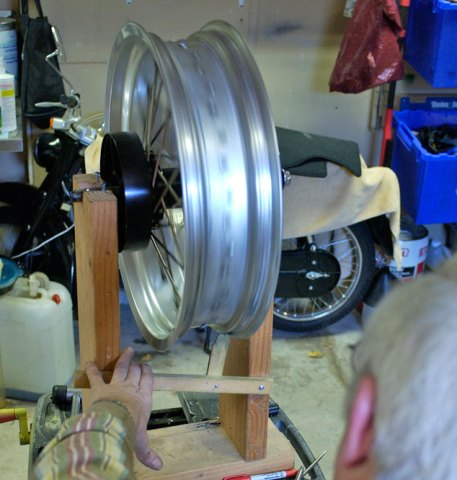 After some tweaks here and there, Norm gets the Strom wheel click-free.