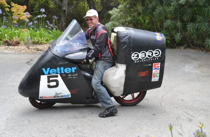 Terry Hershner remporte la deuxième place à un rallye de motos éléctriques