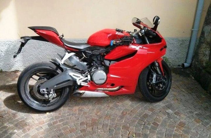 Spy shots: Ducati 899 spotted