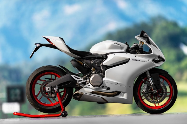 Double sided swingarm is one of the few visual clues that it is a 899, not an 1199.