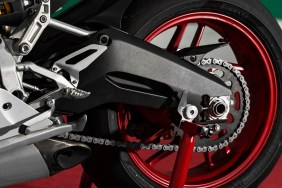 899 Swingarm comes with two sides.