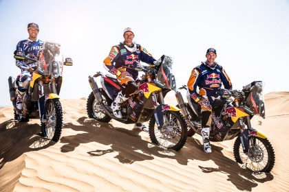 Why are they all smiling? Because they're on the new 450 Rally from KTM ...