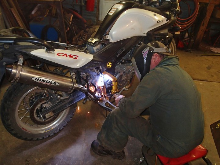 A welder managed to build the exhaust system that met Rob's specs - a hybrid between the Hindle system and the stock unit.