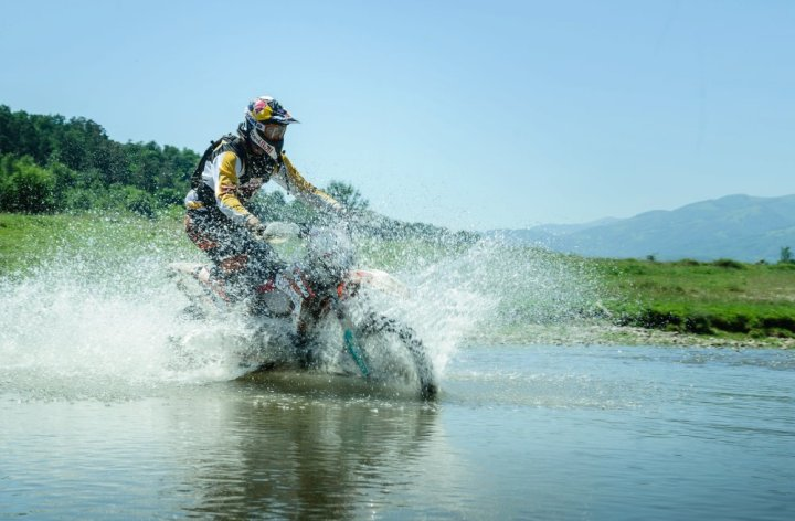 Video: Red Bull Romaniacs, slowed down