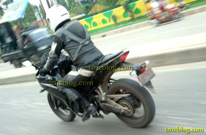 More spy photos of Yamaha's R25 surface