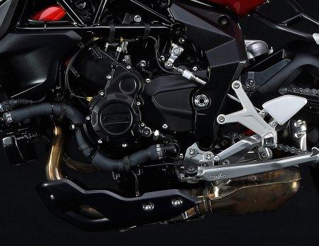 2015_MV-Agusta_800RR_motor
