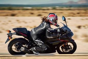 Yamaha_2015_R3-ride1