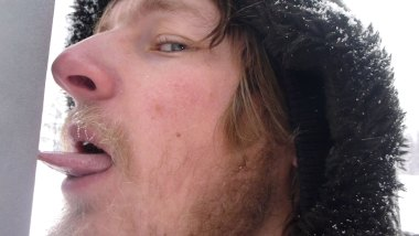 Ed discovers that the tongue sticking to a frozen pole is real.