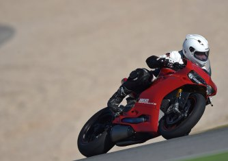 15-Ducati-1299PanigaleS_track_leftfront
