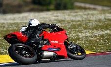 15-Ducati-1299PanigaleS_track_leftrear