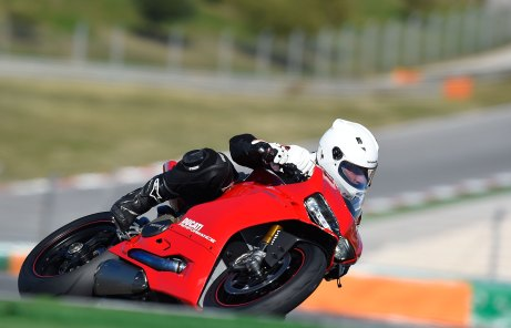 15-Ducati-1299PanigaleS_track_rightfront