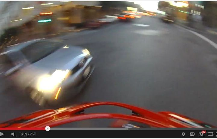 Video: Red light runner