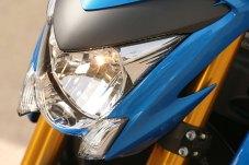 15_Suzuki_GSXS1000_close_fangs