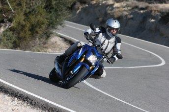 15_Suzuki_GSXS1000_rob_front4