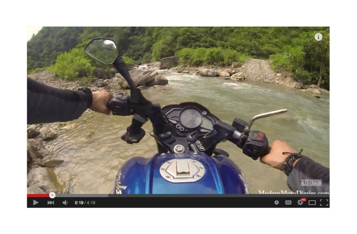Video: Bajaj Pulsar vs. Nepal