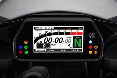 15_Yamaha_R1-display