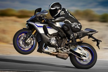 15_Yamaha_R1M-wheelie