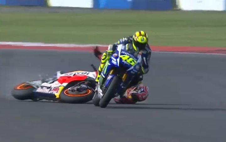 Marquez' ill-fated passing attempt in Argentina.  (Photo : MotoGP.com via video stream)