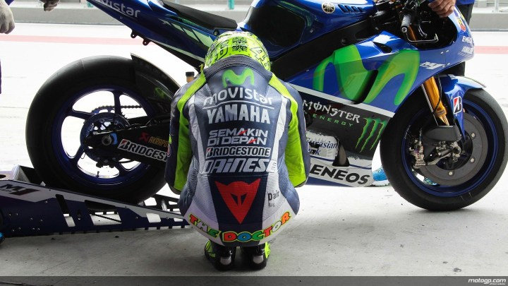 """Valentino Rossi, """"The Doctor"""" in one of his many pre-race rituals. (Photo : MotoGP.com)"""