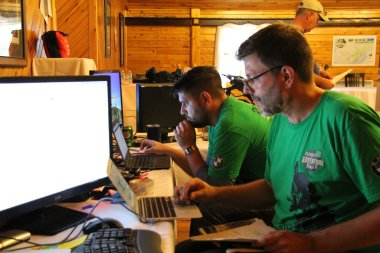 Rally HQ was quiet for most of Saturday, as we watched riders clear waypoints.