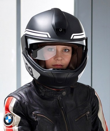 The HUD is displayed over the rider's right eye.