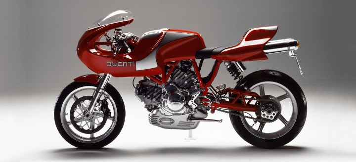 Very pretty and tidy looking, the 1998 prototype Ducati MH900e refused to give an inch to the engineering team, much to the detriment of the final product.