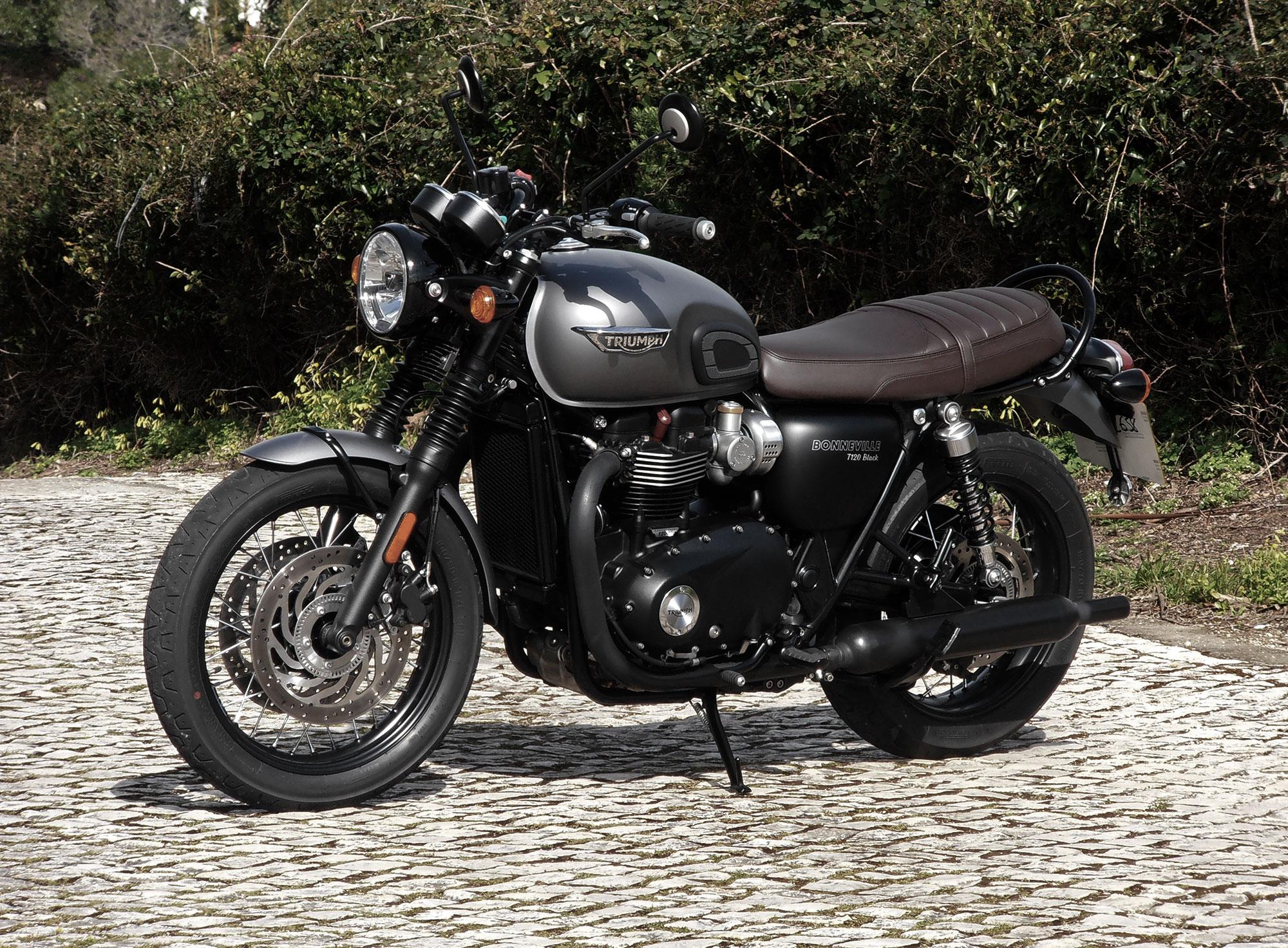 bonneville t120 black thruxton r ride review canada moto guide. Black Bedroom Furniture Sets. Home Design Ideas
