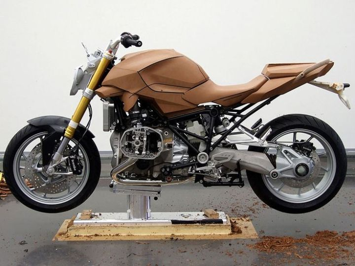 A nearly complete clay model study from BMW Motorrad. Image : BMW