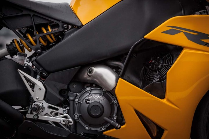 Details becoming of a $7500 commuter motorcycle, not a prestige model costing three times as much. Photo : Motorcycling.com