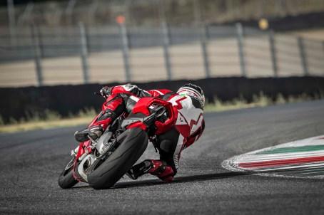 2018 Ducati Panigale V4 04
