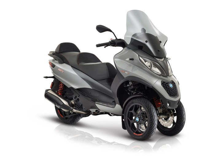 Piaggio MP3 Sport: The original leaning three-wheeler is updated