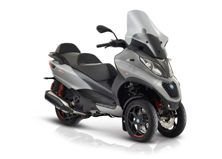 Piaggio MP3 Sport: The original leaning three-wheeler is updated