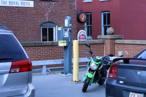 Can't find a parking space? No problem; the Z125 easily fits into the back corner of the parking lot. In cities with free scooter parking, the Z125 would probably fly under the radar of the local bylaw enforcement officers, too.