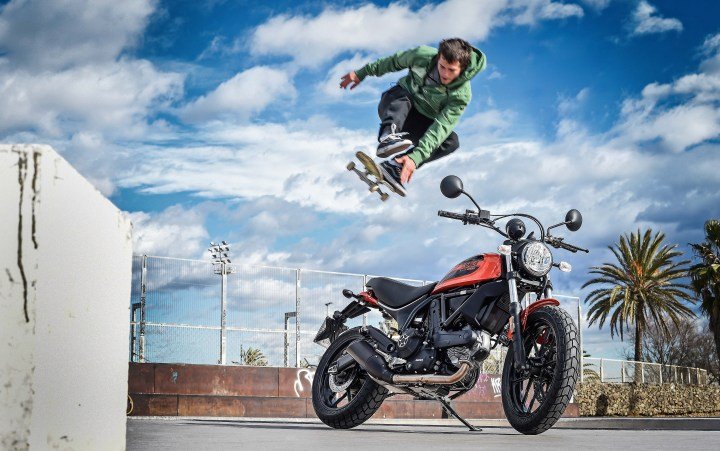 Newbie sort-of review: Ducati Scrambler Sixty2