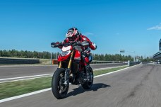 The Hypermotard 950 SP has slightly different graphics and seat, upgraded suspension, up/down quickshifter as standard and some other tweaks.