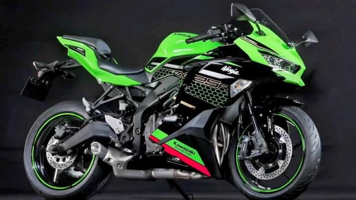 Video: Kawasaki Ninja ZX-25R vs. Jerez