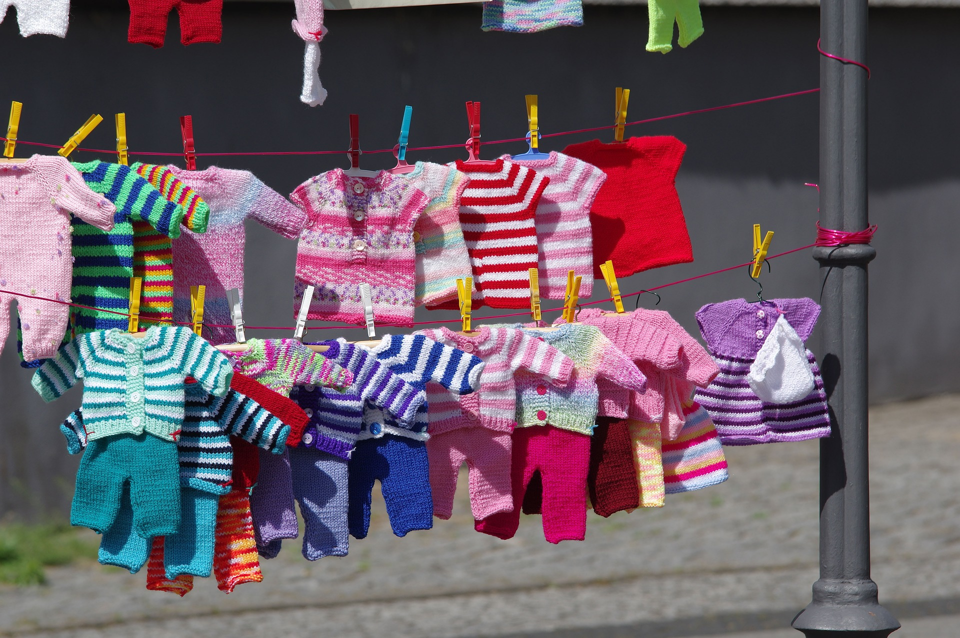How To Sell Used Children's Clothes At A Garage Sale : The