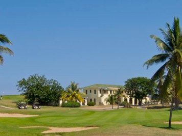 9th hole and clubhouse at Varadero Golf Club