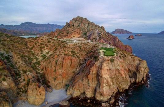 Villa del Palmar 17th Hole overlooking the Sea of Cortez (Image: TPC Danzante Bay)