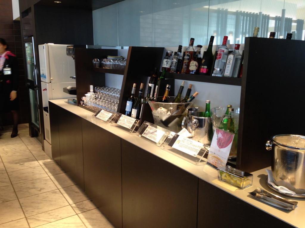 ANA Suites Lounge Tokyo Narita Drinks