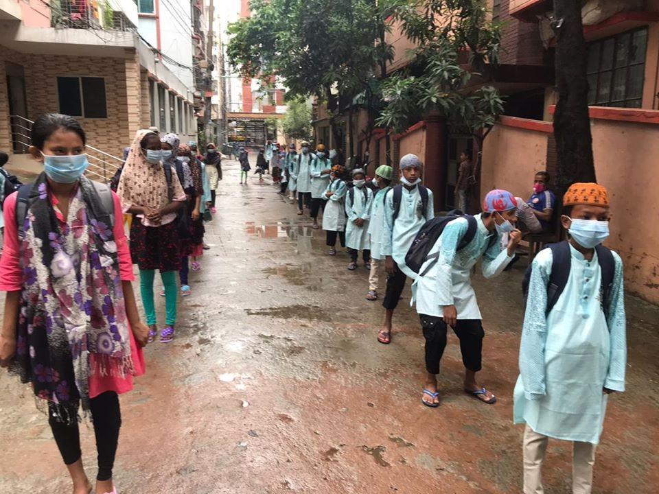 TİKA'dan Bangladeşli çocuklara bayram hediyesi
