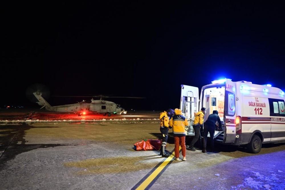 Gökçeada'da rahatsızlanan 3 kişi için Deniz Kuvvetleri seferber oldu