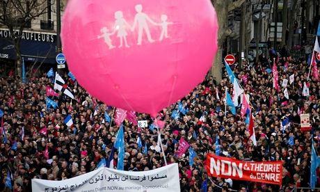 Como podem ver na parte inferior da imagem, uma bandeira com escrita árabe... É, parece que os vermelhos franceses mexeram num belo de um vespeiro rs