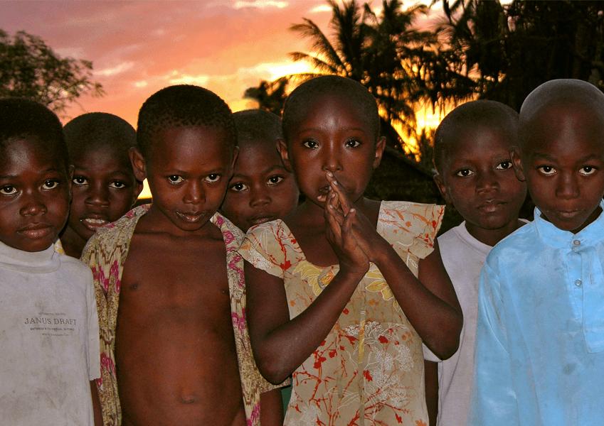 """Detalle del cartel de la exposición """"Objetivo África"""""""