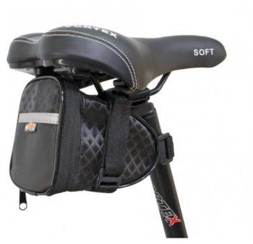 A Bolsa de Selim Adventure G3 é confeccionada com alto padrão de qualidade com um design sofisticado. Feita com material emborrachado para proporcionar maior resistência a água e barro. Ideal para aventuras.