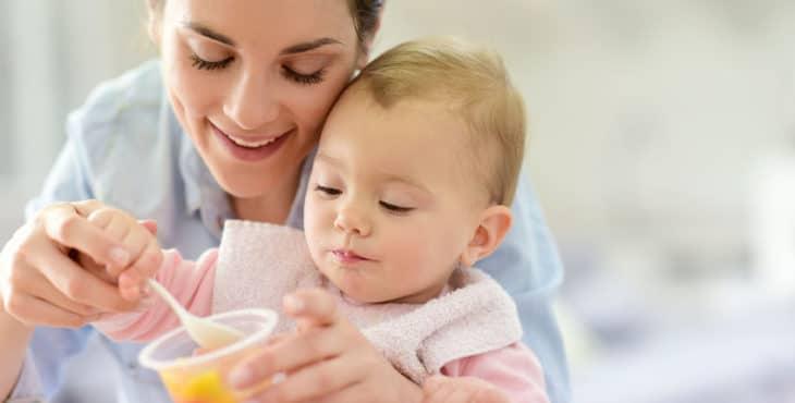 Tu bebé de 10 meses da sus primeros pasos y elige su comida