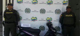 En Guabas – Guacari, Policía recupera motocicleta que había sido robada.