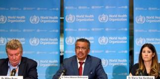 El director ejecutivo del programa de emergencias de la Organización Mundial de la Salud, Mike Ryan, el director general de la OMS, Tedros Adhanom Ghebreyesus, y la directora técnica del programa de emergencias de la OMS, Maria Van Kerkhove hablan en una conferencia de prensa sobre el coronavirus, en Ginebra