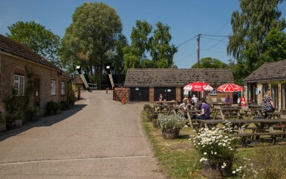 Annie's Tea Room at the Aubrays Lift Bridge 221 at Thrupp.